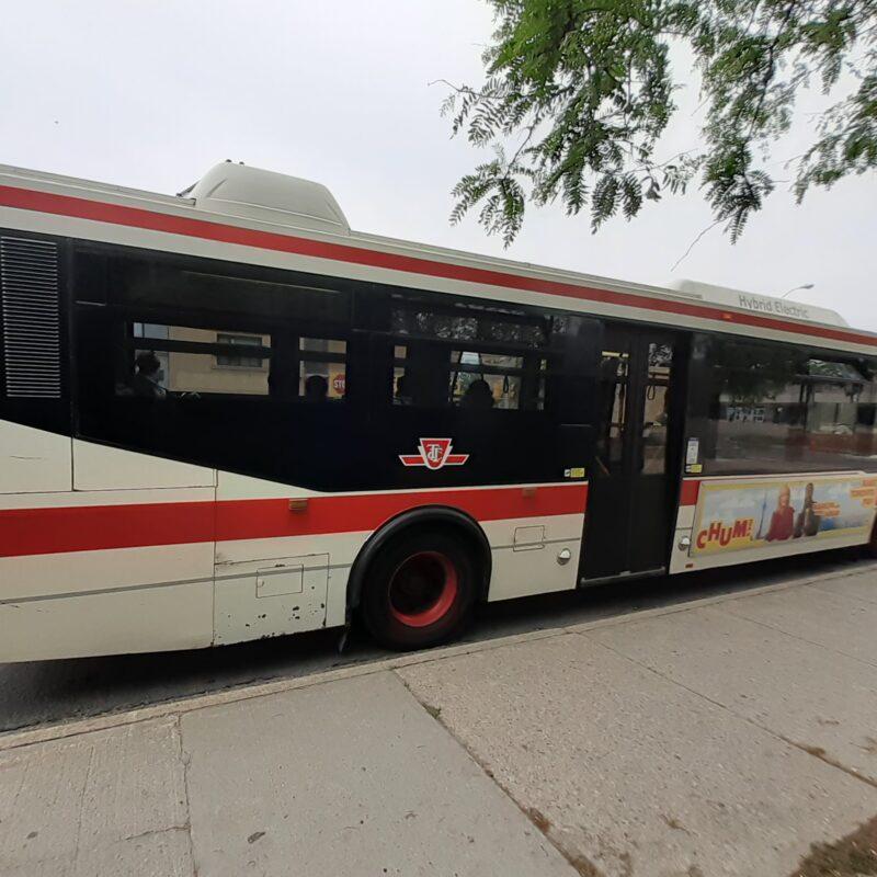 TTC vai renumerar as rotas de autocarro 5 Avenue e 6 Bay para se preparar para as futuras linhas de transporte rápido